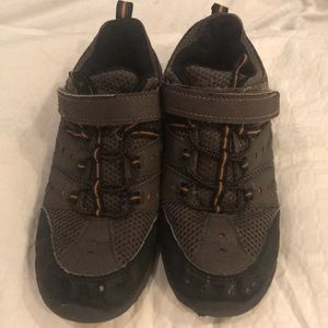 Hiking Boots. Elastic and Velcro close. Good cond